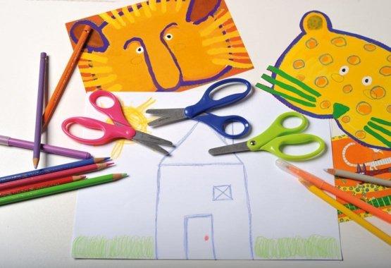 Il modo più sicuro per insegnare ai tuoi figli a tagliare con creatività