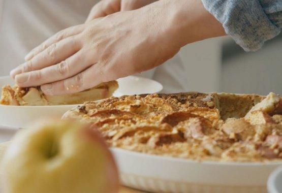 Prepara una torta di mele