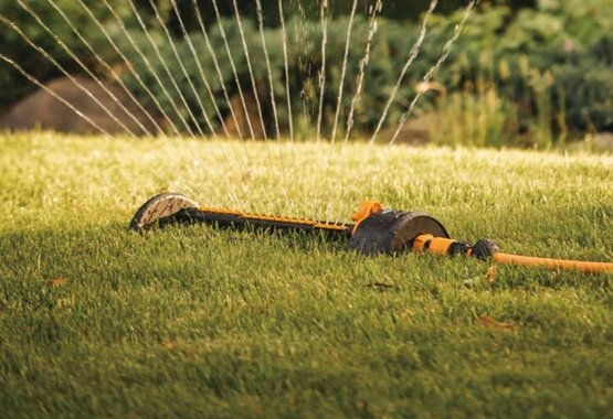 Lascia fare il lavoro agli irrigatori da giardino