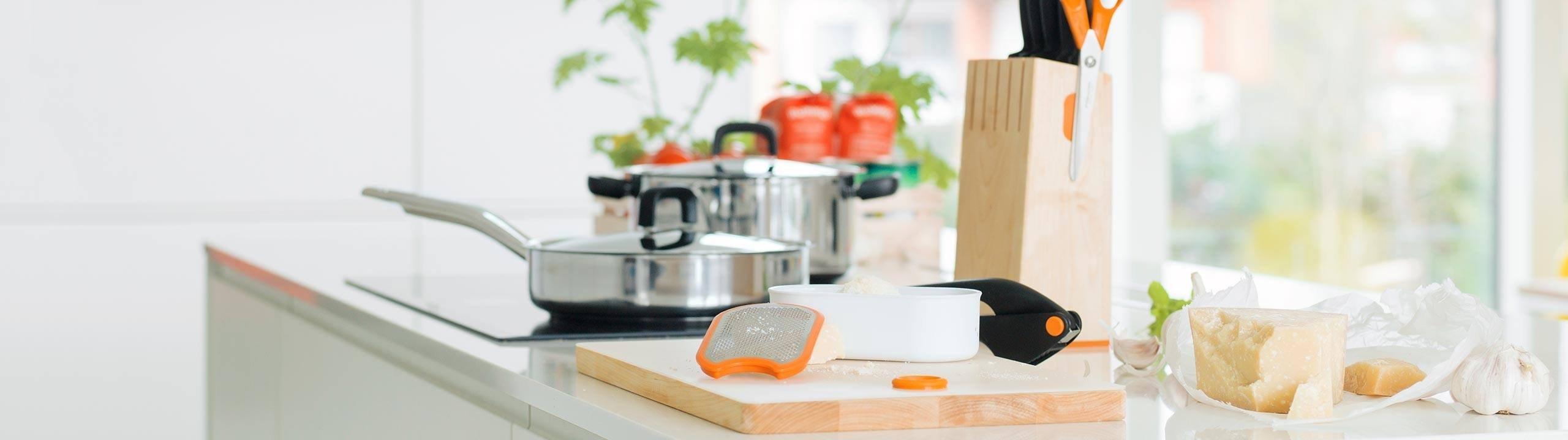 Cucina attrezzi da cucina per cucinare con facilit - Attrezzi da cucina per dolci ...